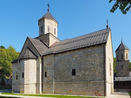 800px-Манастир_Моштаница_(Moštanica_Monastery,_Republika_Srpska)